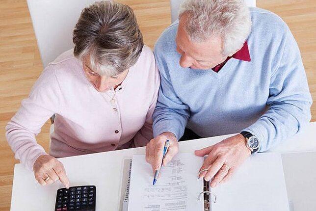 Empresas que contratarem idosos poderão receber incentivos fiscais