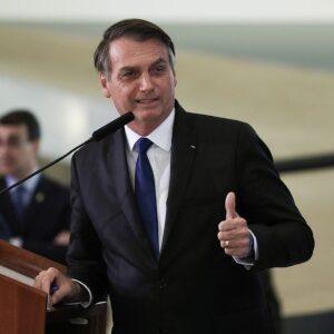 Bolsonaro cita CLT e sugere indenização a empregadores; advogados discordam